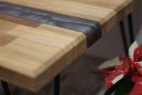 Dřevěný stolek s pryskyřicí FStyle