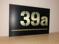 Moderní číslo popisné na dům, plot, vchod v provedení ALU dekor a černá Home Deco